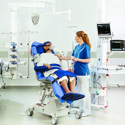 Arjo Early mobilisation Combilzer  nurses and patient lying position 500 x 500.jpg